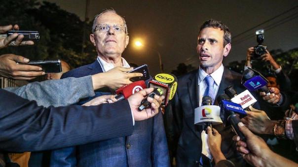 El presidente Pedro Pablo Kuczynski con el líder opositor venezolano Henrique Capriles, a quien respaldó en una visita a Lima. | Fuente: Andina