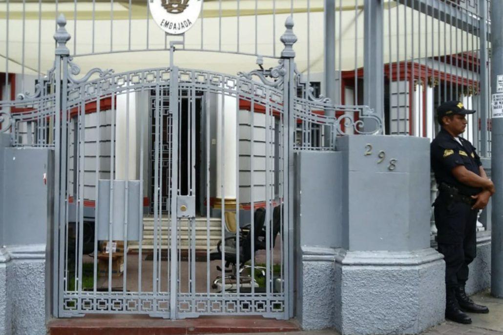 Intentaron retirar mobiliario de la Embajada de Venezuela en Perú